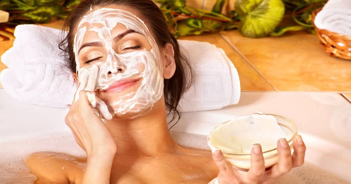 10 полезных свойств соды для лица и тела