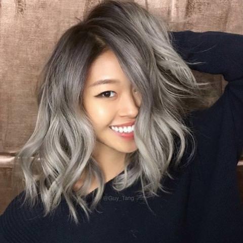 Седые волосы – то, что стоит попробовать в 2019-м