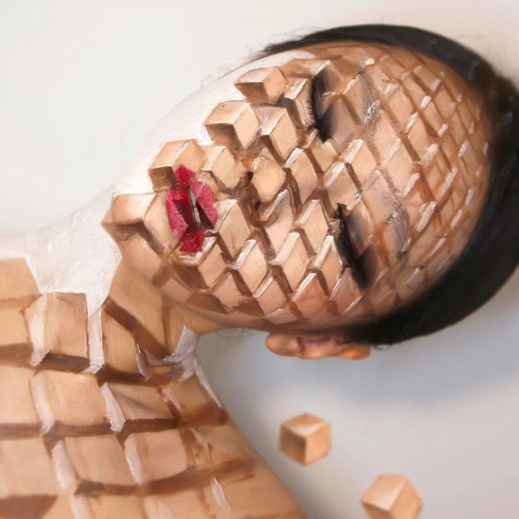 Девушка из Южной Кореи пишет картины на своём лице