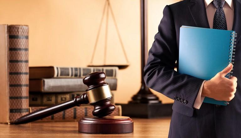 К каким юристам обращаться юридическим лицам?